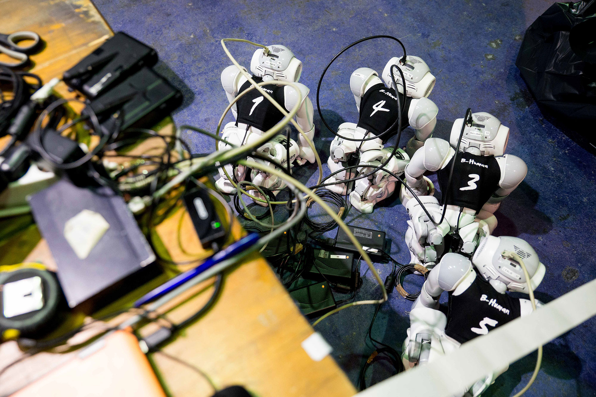Roboter verkabelt Make Munich 2016 © Foto: Nathan Jamin
